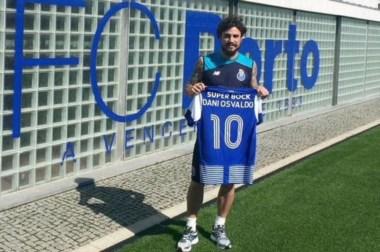 Luego de firmar en un club uruguayo, donde no participó de una práctica, llega a Porto.
