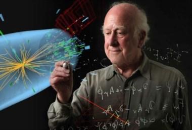 Peter Higgs, el físico téorico que intuyó la existencia de la célebre partícula, ganador del Nobel de Física junto a François Englert.