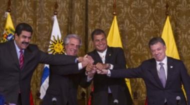 Cumbre en Quito. Rafael Correa y Tabaré Vázquez oficiaron de mediadores en la distensión.