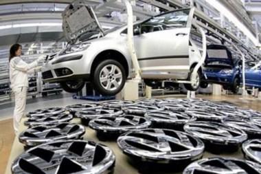 El escándalo en VW tiene repercusiones mundiales y golpea duramente a la industria automotriz.