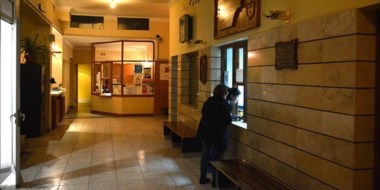 Amigos y familiares de Sorias se acercan a diario al Sanatorio para darle fuerzas a la víctima del ataque.