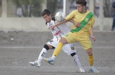 Alberdi resistió el primer tiempo ante Deportivo Madryn. En el segundo, se produjo la catarata de goles.