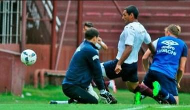 Buen partido de Lanús en el primer amistoso frente a Vélez. La cuota goleadora de Sand y el desequilibrio del equipo, lo mejor.