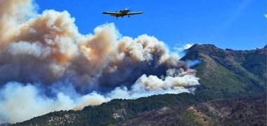 Una postal triste de la Cordillera. Otra vez los incendios acechan las reservas naturales y  en la tarde de ayer el fuego también se expandía con dirección a la localidad de Trevelin.