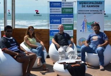 """""""Nacho"""" Fernández por Chubut Deportes, Victoria Feliciano, Directora de Deportes de Rawson, Daniel Duhalde y Javier Canario, organizadores del evento."""