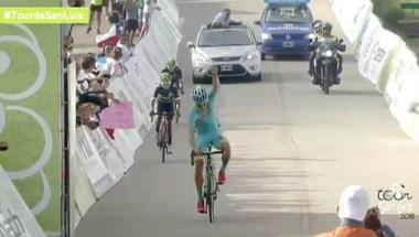 Y así levantó su brazo Superman López al ganar la sexta etapa del Tour de San Luis.