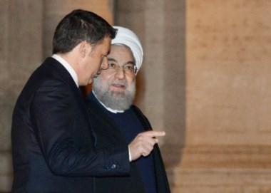 Con Matteo Renzi. El estilo moderado del presidente iraní lo va acercando a Occidente.