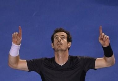 Murray y Ferrer, que sacó a Isner, son los últimos en sumarse a cuartos de final.