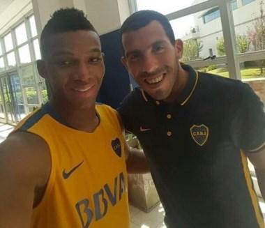 Fabra se incorporó a Boca y se sacó una selfie con Tevez.