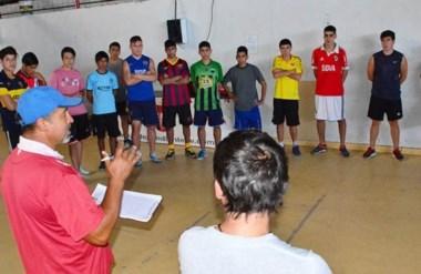 Jaime Giordanella, Director Técnico de Independiente, dio la primera charla del año al plantel.