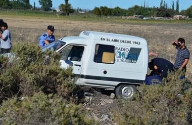 Momentos en que la Policía encontraba el móvil periodístico en el que transportaron la caja fuerte.