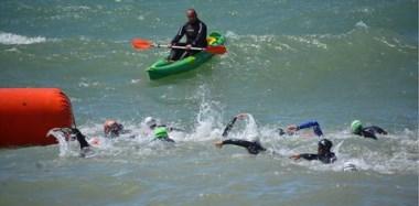Nadadoras en las aguas de Playa Unión, en la 1ª fecha del Campeonato.