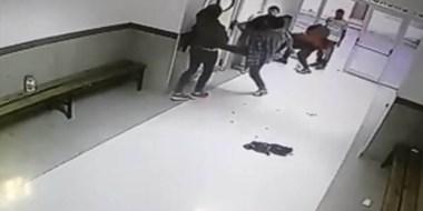 Momentos en que se desbordaba la violencia en el hospital público de Trelew.  Piden presencia policial.