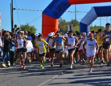 ¡Largaron! Unos 210 atletas participaron en la Corrida de la Bahía.