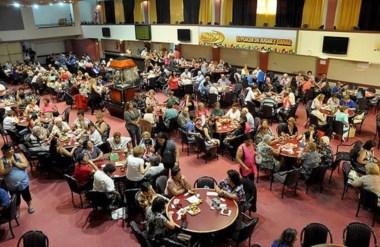Agasajo. Adultos mayores de la zona participaron del encuentro que incluyó espectáculos, juegos y baile.