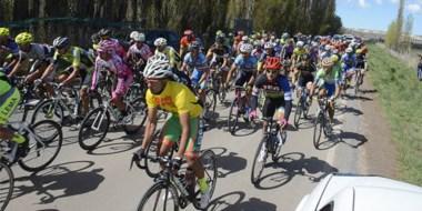 Con una gran participación se está desarrollando la séptima edición de la Vuelta al Valle de ciclismo.