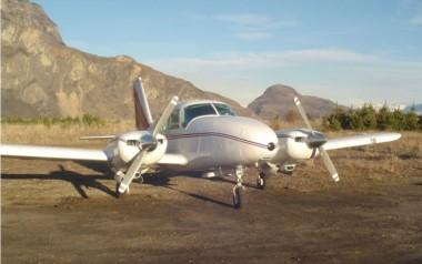 Un Piper PA-23-250 Azteca como el de la imágen, cayó en Santa Cruz hace casi 20 años.