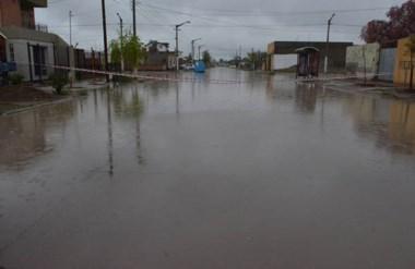 Corte preventivo. En algunos sectores los vecinos pidieron cortar el tránsito para evitar olas.