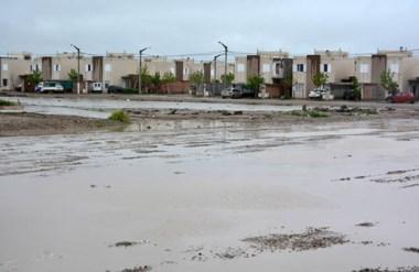 Barro. Una postal de cómo quedaron algunos sectores de Trelew tras la lluvia que preocupó a todos.