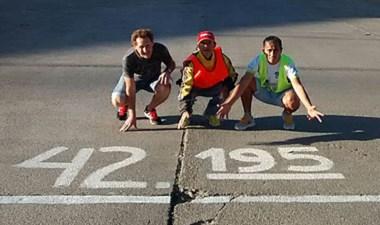 """Ayer se completó la pintura del circuito del maratón """"Tres ciudades""""."""