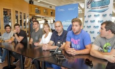 Pablo Matera, Facundo Isa, Santiago Cordero y Tomás Cubelli, ayer realizaron conferencia y charla, hoy visitarán a los chicos de Puerto Madryn RC.
