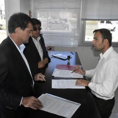 Presentación. El ministro aportó documentación clave en el tema.