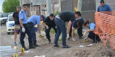 El personal de la Policía Científica se abocó inmediatamente a calificar los restos óseos encontrados.