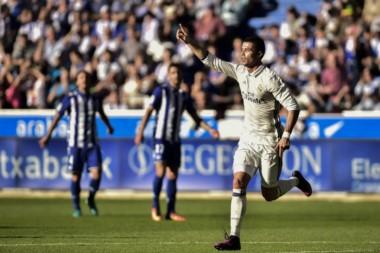 Cristiano Ronaldo sigue haciendo historia con sus números galácticos , 371 goles con Real Madrid , es el máximo goleador histórico del club.