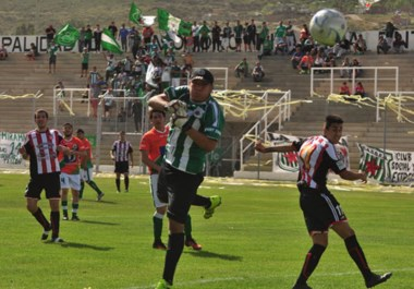 Florentino Ameghino logró un triunfo que prolongó la definición del descenso. El elenco de Portalau venció y mantuvo las chances intactas.