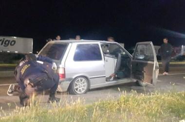 El  alboroto que generó el  auto casi en llantas, hizo que la Policía se diera cuenta de que algo raro ocurría.