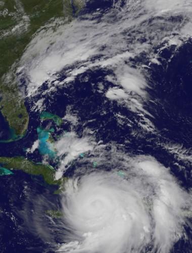 Matthew llegá a Cuba con toda su fuerza. Ya hay más de 400.000 evacuados.