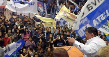 Una multitud acompañó al líder petrolero en el acto.