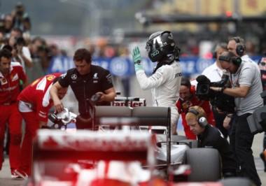 Nico Rosberg domina el Gran Premio de Japón y roza el titulo.