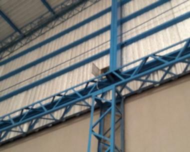 Rotura. En la imagen se puede ver claramente uno de los daños efectuados sobre una chapa del techado.