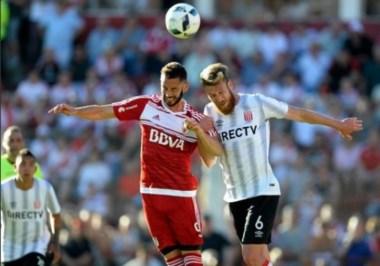 Larrondo será titular esta noche por primera vez con la camiseta de River.
