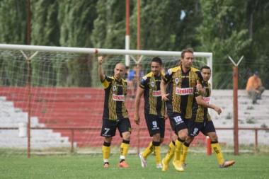 Michelena tuvo una tarde soñada en Neuquén y marcó los tres goles del