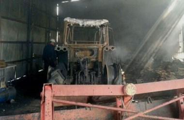 Daños totales. Una de las máquinas afectadas por las llamas en un siniestro que preocupó a todos.
