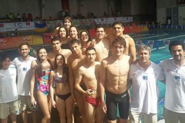 El equipo femenino y masculino de natación de Chubut arrasó con todo en los Juegos de la Araucanía.