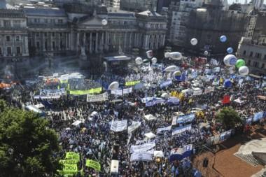 Imagen aérea de la plaza de los dos Congresos, esta tarde. (foto La Nación)