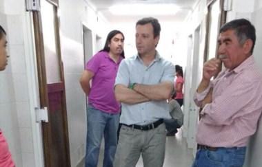 El funcionario gubernamental, Pablo García, visitó al padre de Diego. (gentileza Twitter: @pagarciapm)