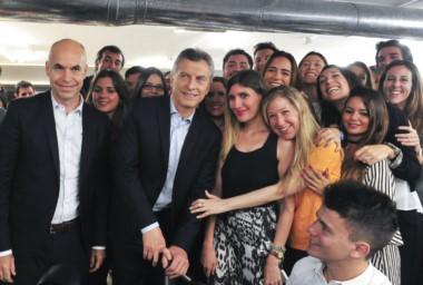 El presidente conversó con un grupo de jóvenes estudiantes en la sede de IMS.