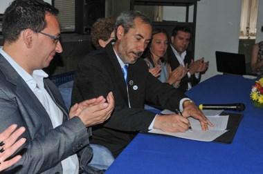 Maderna ayer en la Universidad. El intendente pidió terminar con las especulaciones políticas en Trelew.