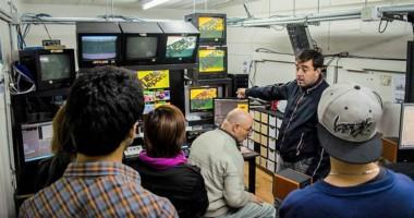 """Alumnos de la carrera de """"Técnico Superior en Producción de Multimedios""""  visitando  Canal 3- Antaxus."""