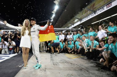 Nico Rosberg festeja el título en Abu Dhabi