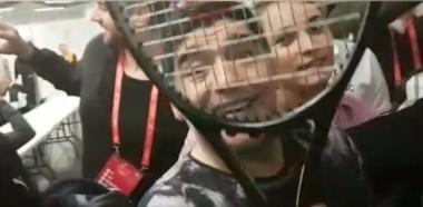 Del Potro le regaló la raqueta a Maradona.