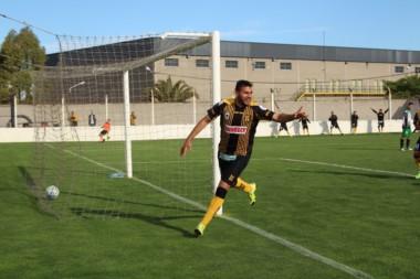 Piñero Da Silva marcó un doblete en la victoria de Deportivo Madryn.