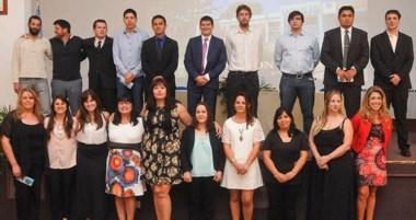 Flamantes. Los egresados de diversas carreras que se dictan en la sede Puerto Madryn de la UNPSJB.
