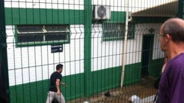 Martinuccio llegando hoy a la sede de Chapecoense (foto esportesdc)