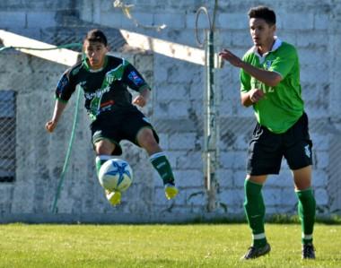 En vuelo. Germinal prepara un plan con dos delanteros de área para jugar el domingo en Bariloche.