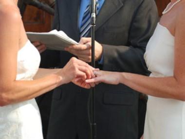 El juez autorizó el matrimonio civil entre una mujer de 33 años y la hija de su ex cónyuge de 32.